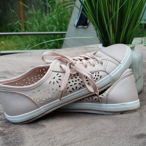 Pail pink lace up shoes